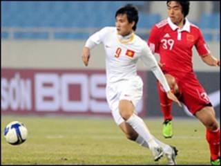 Tuyển Việt Nam gặp Trung Quốc (Hình: VietnamNet)