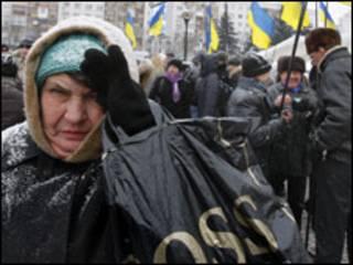 прихильники Януковича біля ЦВК, 18 січня (фото АП)