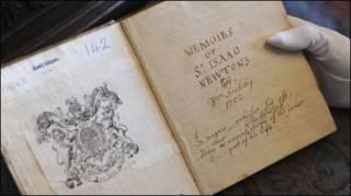 न्यूटन के सहकर्मी की लिखी पुस्तक