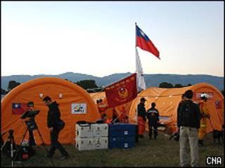 台灣紅十字會搜救隊在海地太子港營地(台灣中央社圖片18/1/2010)