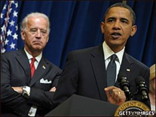 Barack Obama (dcha) y Joe Biden