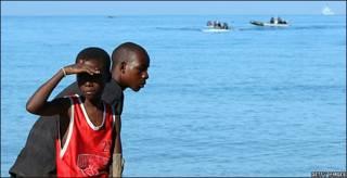 Ayuda llega a Leogane, Haití, tras el terremoto.