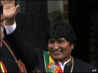 O presidente da Bolívia, Evo Morales, durante cerimônia de posse nesta sexta-feira (AP)