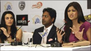 प्रीति ज़िंटा किंग्स एलेवेन से और शिल्पा शेट्टी राजस्थान रॉयल्स से जुड़ी हैं (फ़ाइल फ़ोटो)