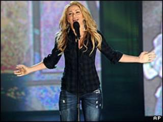 Shakira, durante el teletón de George Clooney por Haití. Archivo