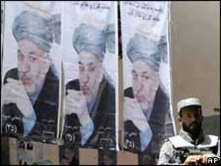 Pósters de las elecciones en Afganistán en agosto de 2009