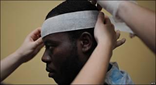 Herido en el terremoto de Haití recibe tratamiento