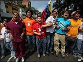 Estudantes durante protesto contra suspensão da RCTV em Caracas