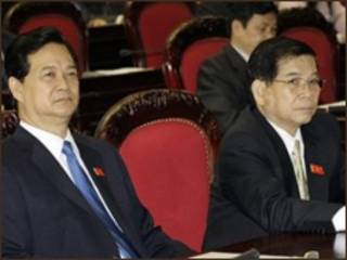 Ông Nguyễn Tấn Dũng (trái) và ông Nguyễn Minh Triết trong một cuộc họp