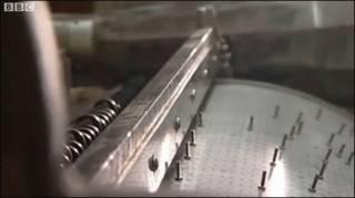 Đàn harp bằng kim loại