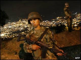 Soldado en Medellin, Colombia