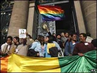 Activistas celebran aprobación de bodas entre homosexuales en México (imagen de archivo)