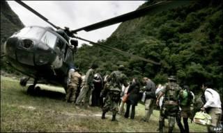 Autoridades peruanas retiram turistas de Águas Calientes