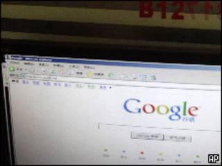 Поисковая машина Google открыта в окне браузера Internet Explorer в Китае