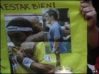 Fanáticos en vigilia por salud de Salvador Cabañas