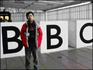 BBC电视中心前留影