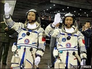 Astronautas chinos.