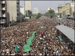 تصویر راهپیمایی معترضان در 25 خرداد