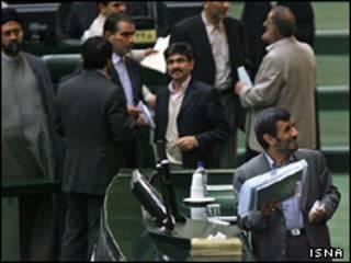 رویارویی احمدی نژاد و مجلس
