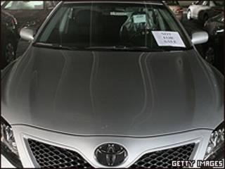 Toyota Camry con cartel de que no está a la venta