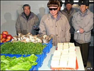 Kim Jong-il visita un mercado