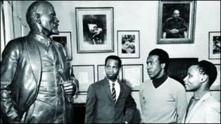 Африканские студенты УДН в доме Ленина в Горках (фото из архива РУДН)