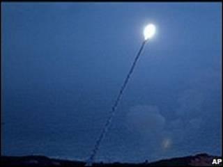 تجربة اطلاق صاروخ امريكي