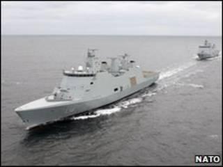 El buque Absalon con otra nave danesa detrás (archivo, OTAN)