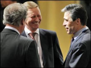Серґєй Іванов і Андерс Фоґ Расмусен під час конференції у Мюнхені