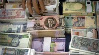 Tiền cũ Bắc Hàn bày bán tại Bắc Kinh, Trung Quốc