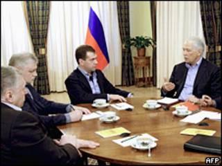 Борис Грызлов и Сергей Миронов на встрече президента России Дмитрия Медведева с лидерами партий 16 января 2010 года