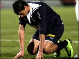 مر وان الشماخ أثناء مباراة بين ناديه بوردو ونادي بولوني الفرنسيين
