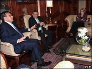 Reunión del presidente de Honduras, Porfirio Lobo (centro) con el director gerente del Banco Mundial, Juan Jose Daboub