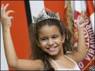 Julia Lira, niña de siete años del Carnaval de Río de Janeiro, Brasil.