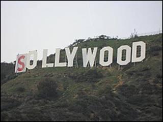 Letrero de Hollywood, con la primera letra ya tapada.