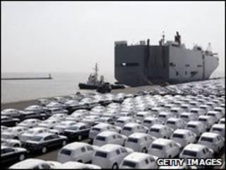 Автомобили ждут отправки на экспорт