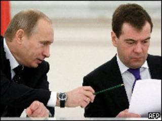 Премьер-министр  Владимир Путин и президент Дмитрий Медведев