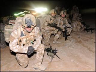 Quân quốc tế đang mở chiến dịch tấn công vào cứ điểm Taliban tại Afghanistan