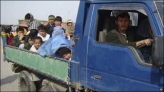 خانواده های آواره شده از منطقه مارجه، عکس از AP