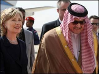 सऊद अल फ़ैसल के साथ हिलेरी क्लिंटन