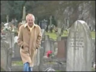 戈斯林在墓地