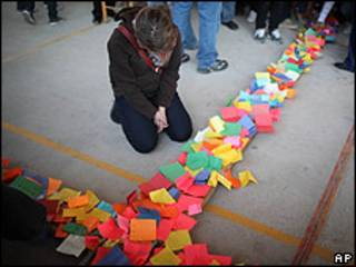 Estudiante durante un homenaje a 15 estudiantes muertos en Ciudad Juárez