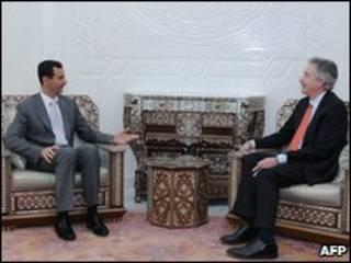 Bashar Assad (esq) e William Burns