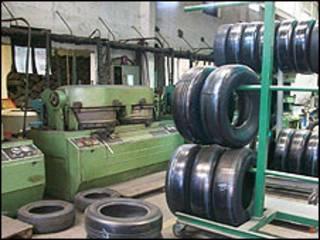 Fábrica de reconstrucción de neumáticos.