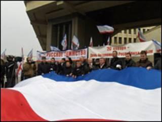 Святкування річниці відновлення кримської автономії біля будівлі парламенту