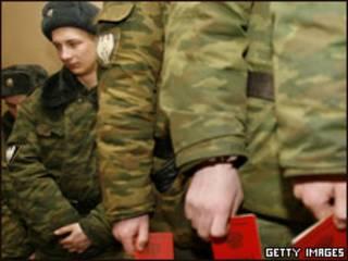 Российские солдаты готовятся проголосовать