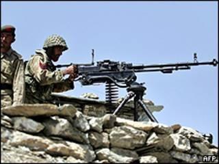 Soldados paquistaníes en Waziristán del Sur
