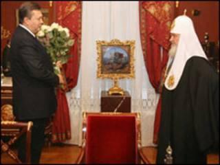 Янукович кілька разів зустрічався з Патріархом РПЦ, (фото у лютому 2009р.)