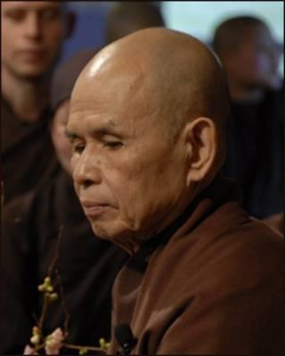 Thiền sư Thích Nhất Hạnh trong đêm giao thừa 2010