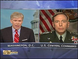 قائد القوات الامريكية في العراق وافغانستان والخليج الجنرال ديفيد بتريوس